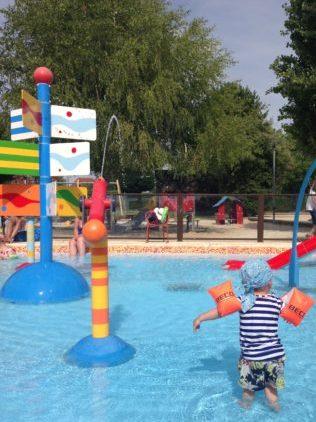 Vakantie in het zwembad frankrijk