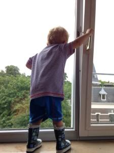 What's on mama's mind voor het raam pyjama lief