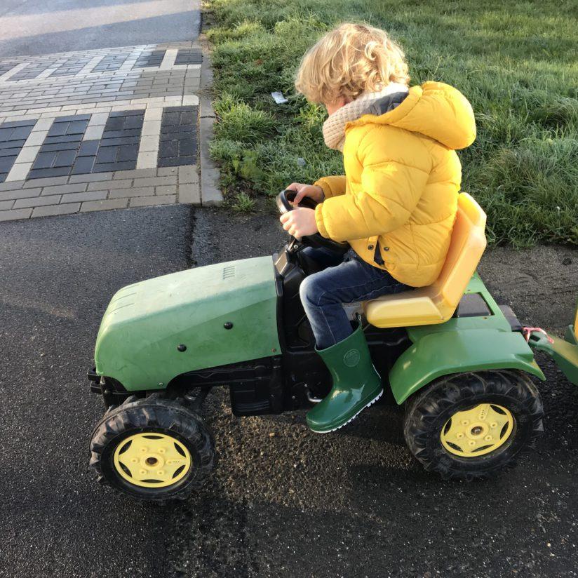 regenlaarsjes op tractor campina boerderijdagen