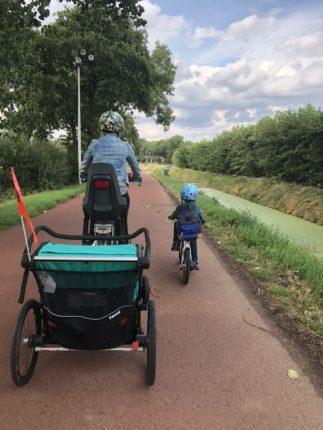 fietskar en fietshelm Thule Chariot lite 2