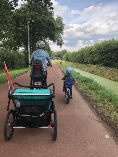 fietskar en fietshelm
