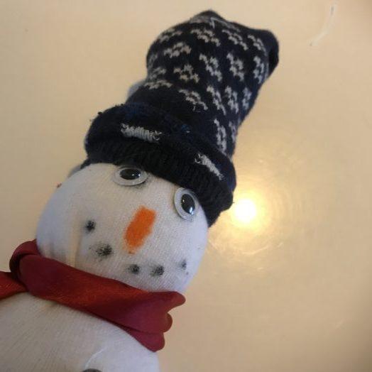 Sneeuwsokpop sneeuwpop van een sok
