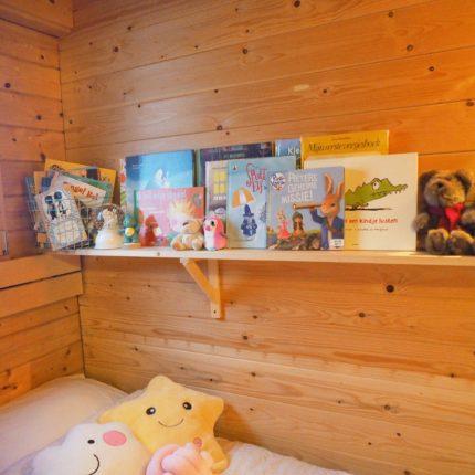 Kinderboeken op kinderkamer Kim