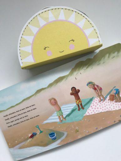 Pagina uit het grote kijk- en voorleesboek strand