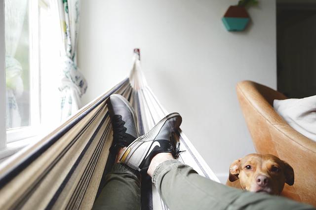Hangmat aan muur