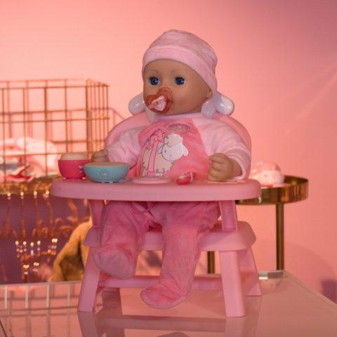 Baby Annabell met eettafel