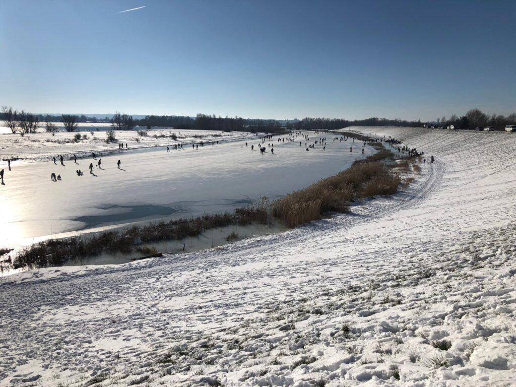 Winter sneeuw en schaatsen