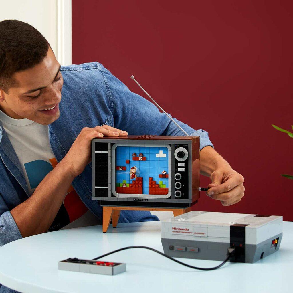 LEGO® Nintendo Entertainment System™ (NES) bouwset voor volwassenen.