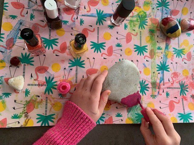 stenen verven met nagellak