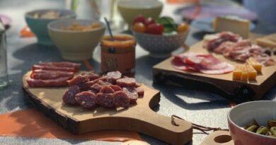 food and wood borrelplank